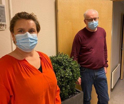 Munnbind: Siden januar har ordfører Karoline Fjeldstad og rådmann Alf Thode Skog anbefalt bruk av munnbind i kommunen. Fra lørdag er anbefalingen fjernet.