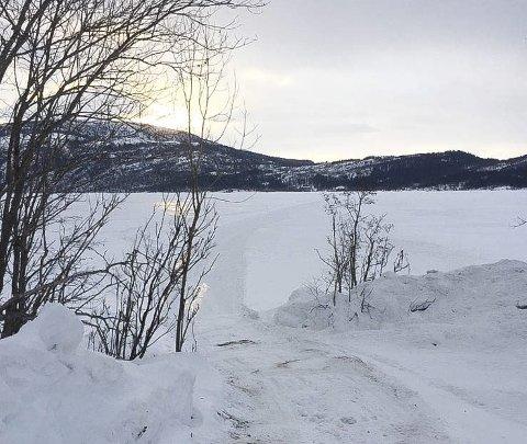 ULOVLIG: Politiet har fått melding om ulovlig kjøring på isen over Langvatnet. Foto: Politiet
