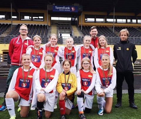 PÅ TUR: Hemnes ILs J13-lag har spilt turnering i Bodø, men nå er det serien det handler om. Og hvilken start!