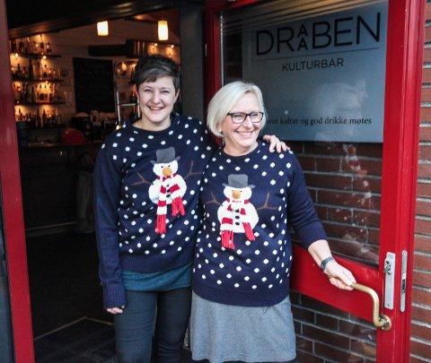 ØNSKER ALLE VELKOMMEN: Hilde Dahl, vokalist i Draaben bars husband (t.v.), og daglig leder Heidi Schou anbefaler folk å komme tidlig så man får sikret seg en billett.