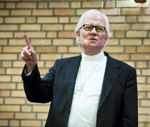 UNDERVISNING: Pastor Leif Gunnar Sandvand leder undervisningskveldene i Frikirken.