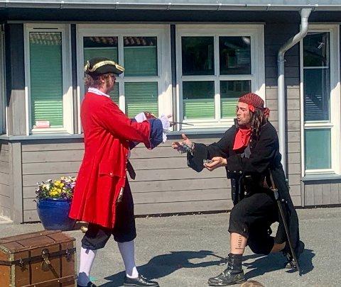 PIRATER: Torsdag morgen besøkte disse sjørøverne Flåtten barnehage i Porsgrunn.