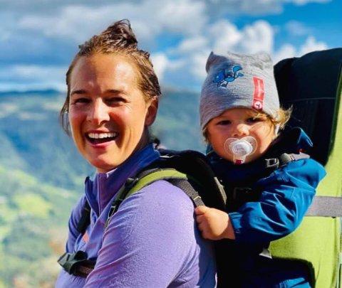 HJARTDAL: Ann Kristin Flatland og familien har kjøpt gård og bosatt seg i Hjartdal, og trives på tur.