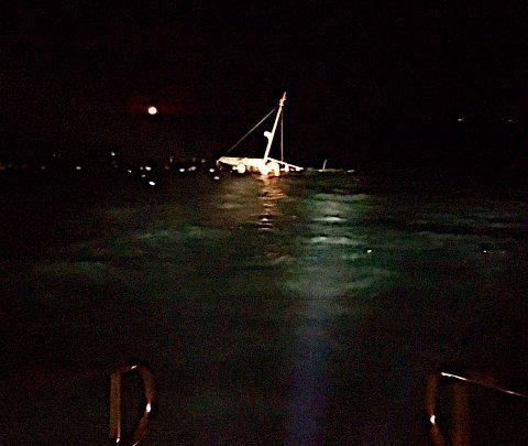 Fra vanninntrengningen startet, til båten sank gikk det to minutter.