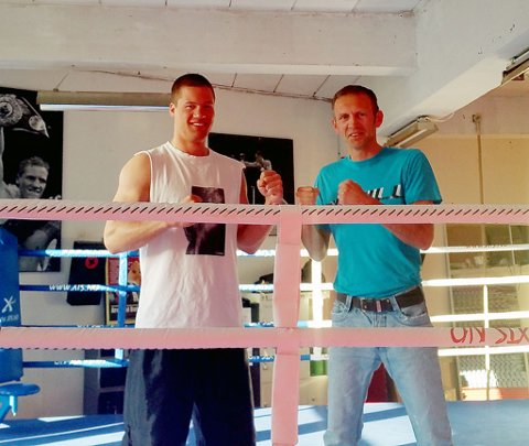IKKE I TRYGG HAVN: Tommy Slaattene Aas og Kai Robin Havnaa skal bokse på bøljan blå.
