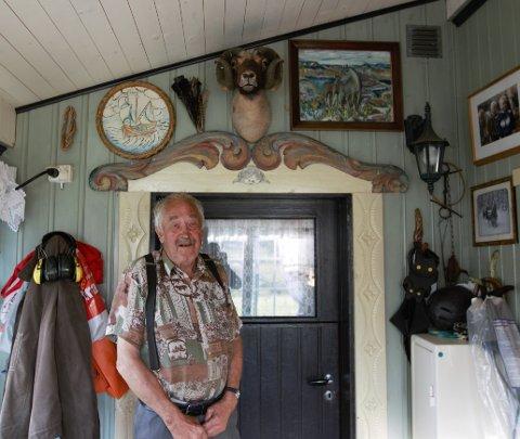 Legg merke til horna på væren over døra. Ein vær som Oddgeir har hatt som husdyr,  der det dukka fram eit gamalt gen.