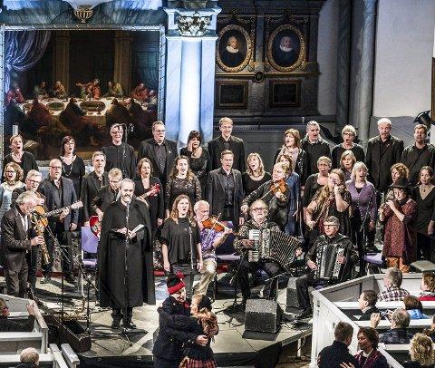 Røros kirke: Etter de nye korona-retningslinjene, kan bare 50 publikummere få oppleve konsert i Røros kirke. Her fra en konesrt i 2015. Arkivfoto: Nils Kåre Nesvold