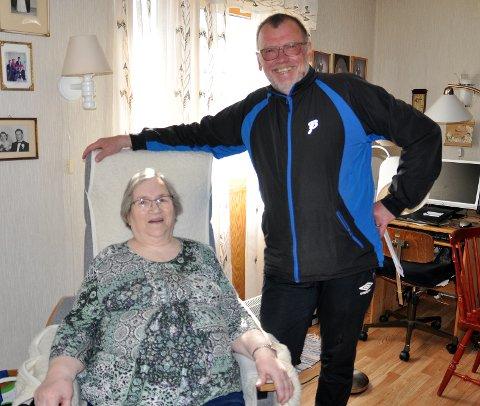Annie Mobakk ga bort klubbkassen til svømmehallgruppa, og dette er Bengt Altmann veldig glad for.