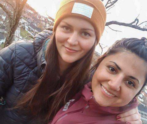 Maria Mohsini Uzbak og Ellinora Grimelid starta påskeferien med å overnatte i Storeåsen i hengekøye.