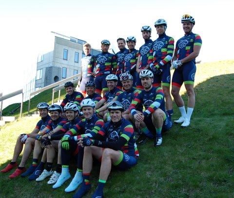 FOR FREDRIKSTAD : «Team Fredrikstad 450» sykler for byen og 450 års jubileet. Laget består av til sammen 30 syklister fra CK Øst og Fredrikstad Sykkelklubb. Flere var i Spania da bildet ble tatt. (Alle foto: Anne-Gro Sæther)