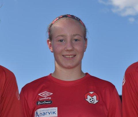 MÅLSCORER: 15 år gamle Sarah Martinussen fikk nettkjenning da hun lørdag spilte mot fire år eldre gutter.