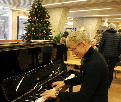 TRADISJON: Håvard Gimse har gjort det til tradisjon å spille i distriktet i romjula.foto: Benedicte Bratås