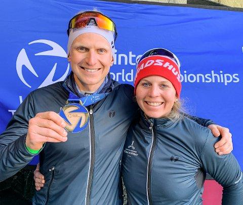 PAR-GULL: Elisabeth Sveum og Hans Christian Tungesvik tok VM-gull i mixed parstafett i vintertriatlon.