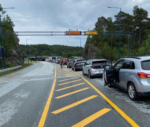 BOM STOPP: Bømlafjordtunnelen ble stengt klokken 16.19, på grunn av bilberging. Tunnelen var stengt i cirka en time.