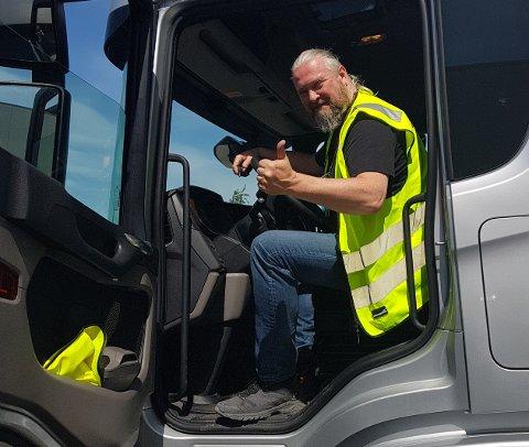 ELSKER JOBBEN: -Jeg elsker jobben min i tungbilbransjen, men er klar for comeback med bluesrockmusikk på nordnorsk, sier Finn-Ero Bustadmo.