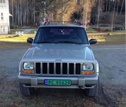 JEEP CHEROKEE: Lofthaug ble sist sett ved sin bopel i denne bilen. Den er av merket Jeep Cherokee og har registreringsnummer PC 95629. Ifølge savnedes bror Sander Lofthaug skal skiltene nå være hvite, men med samme registreringsnummer.