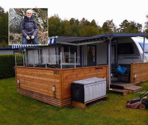 Truls Eriksen har hatt campingvogn på Daftø siden 1988. han undrer seg hvorfor regjeringen tillater at hytteeiere for sjekke hytten sin i Sverige mens campingvogneiere ikke får gjøre det samme.