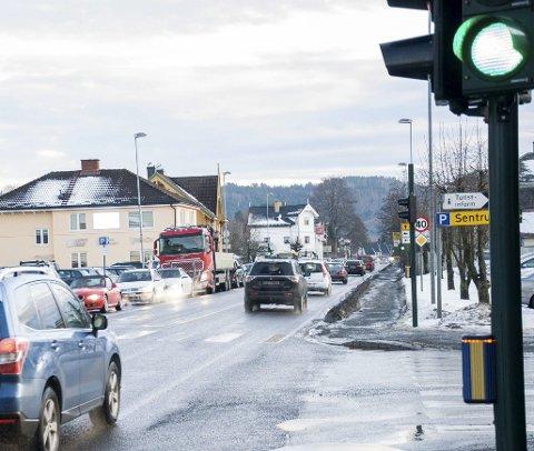 Bilkøen gjennom sentrum har økt betraktelig etter at de store kjedene åpnet på Hvervenmoen, sier Lise Bye Jøntvedt i dette innlegget.