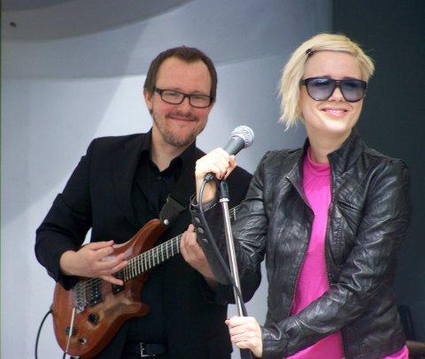 MUSIKERDUO: Werner Kristiansen og Kelly Dickson. (Pressefoto)
