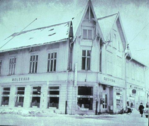 BAR: Det har vært mangeslags barer på Aagaards Plass. I gamle dager lå det faktisk en Melkebar på plassen, og tømmermennene holdt til på tomta utenfor.