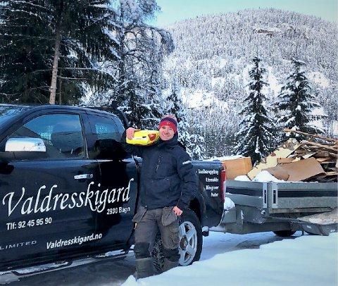 Snekker: Langrennsløper Jostein Schlytter Strandbråten (23) jobber i dag med å bygge skigard og er snekker når det ikke er sesong for å sette opp skigard.