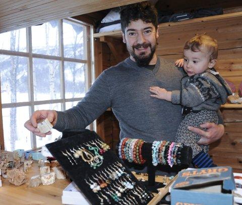 Hobby: Geologi er Lorenzos store hobby. Planen er å starte en egen stein- og smykkebutikk. Samt arrangere geologitreff og -turer.