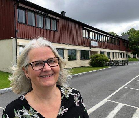 Roser lærerne: Rektor Elin Eidsvik gir lærerstaben på Knut Hamsun videregående skole æren for de gode resultatene.