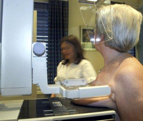 En av fire med brystkreft venter lenger enn pakkeforløpet tilsier.