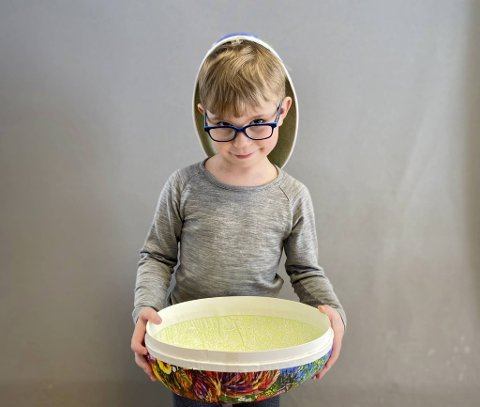 – Min mamma og pappa elsker godteri. De sniker og spiser godteri når de tror jeg ikke ser det, sier Ulrik Sverdrup Sannes (5).