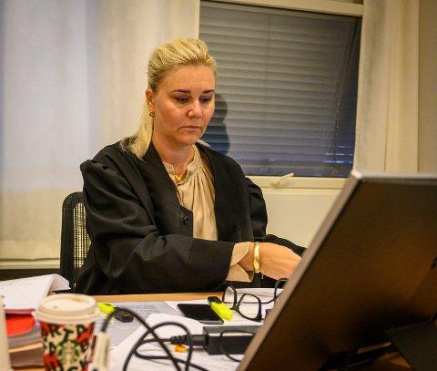 AVVISER: Andrea Wisløff, forsvarer for daglig leder, vil ha den nye tiltalen avvist, alternativt at de to tiltalte blir frifunnet.