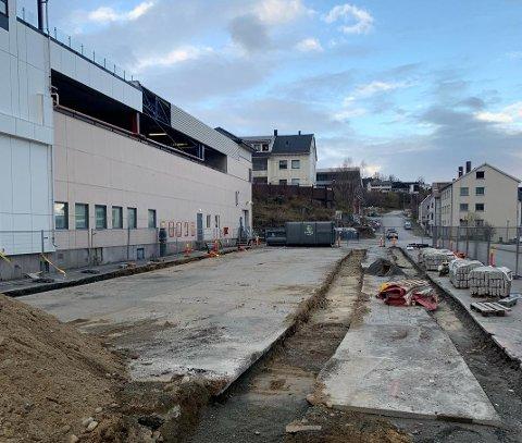 Lager fortau: I en uke frem i tid skal det bygges fortau mellom Domus' parkeringsplass og Ofotveien.