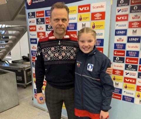 MØTTE LANDSLAGSSJEFEN: Maja Dahl Arnøy, til høyre, fikk møte landslagssjefen Thorir Hergeirsson under offentliggjøring av VM-troppen. Men Marit Røsberg Jacobsen var ikke til stede.