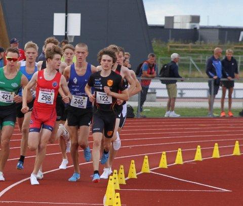 Mikkel Blikstad Thomassen i blå drakt midt på bildet var eneste deltager fra Lillehammer under junior NM siste uke.