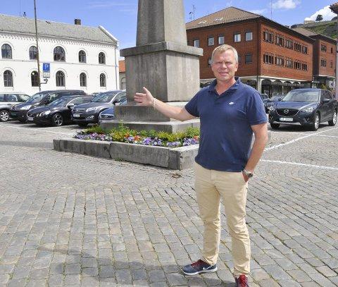 GODT SAMARBEID: Dag Gulbrandsen sier utelivsbransjen har et god sam arbeidmed både politi og kommune og at sommeren har vært helt uten problemer. Arkivfoto
