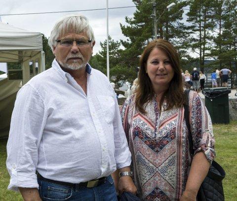 Stenhoggerhus: Bestefar og oldefaren til Tina Eriksen eide huset hennes da de var stenhoggere. Her er hun med faren Arild Edquist.
