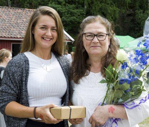 Forfatter: Benedicte Søhoel (f.v.) er stolt av mamma Kristin Søhoel som har skrevet teaterstykket «Parat»,