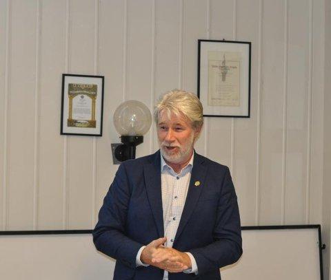 HÅPER OG TROR: Med støtte fra årsmøtet håper og tror leder Tron Grandal på fortgang i utvidelsen av Tistedalshallen.