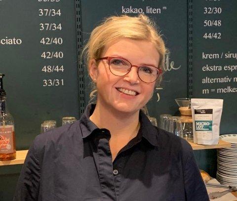 TØFT: Totalen Kaffebar ber kundene om hjelp til å overleve. Daglig leder, Kjersti Rønnevik Nilsen (43) er ikke i tvil, kafeen må bestå.