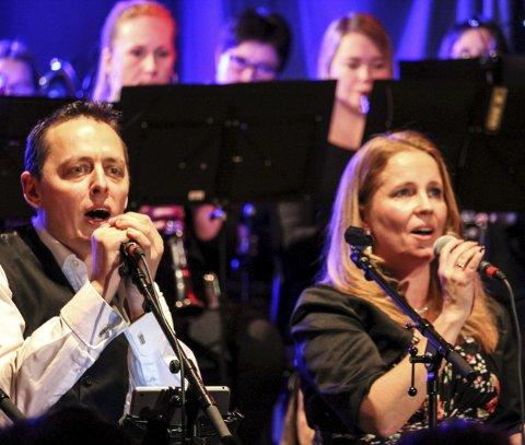 Duett: Tommy Granmo og Monica Knutli Brennhaug sang sammen.