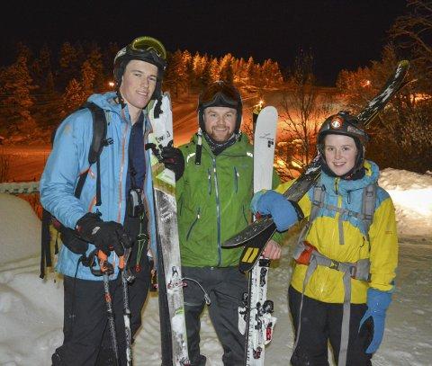TJUVSTARTET: Ole Fjose (Gjøvik), Anders Rødne (Jæren) og Helene Gismervik (Bodø) testet ut pudderet i bakken på mandag.