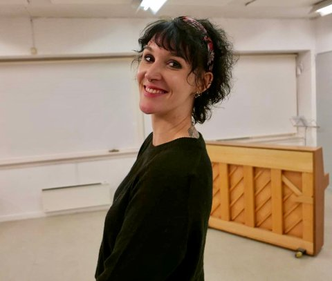 KUNSTNERISK: Evita Bergstad har laget det kunstneriske bidraget til 8. mars-toget i Harstad.
