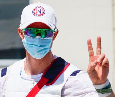 FORNØYD: Roer Kjetil Borch i godt humør etter kvartfinalen på roarenaen Sea Forest Park i Tokyo søndag.