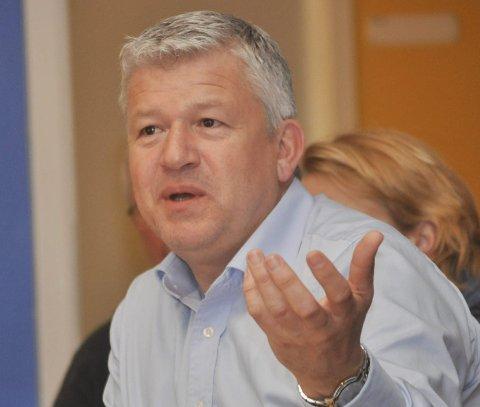 Ikke riktig: Ordfører Jone Blikra ser ikke som riktig at eieren av KE skal blande seg inn i enkeltsaker i selskapet.