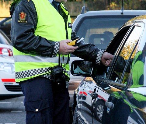 TESTES: Promilletest er obligatorisk ved trafikkontroll i dag. Men selv om promillegrensen er 0,2 mister ikke de fleste førerkortet ved denne promillen.