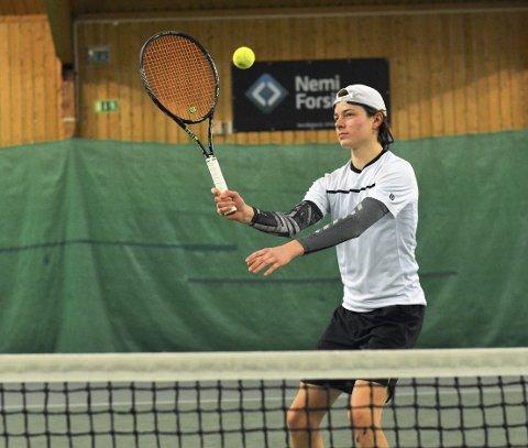 Poeng: Jacob Krefting tok et nytt steg på den internasjonale tennishimmelen. Foto: P. Andresen
