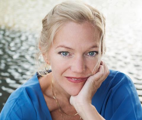 OSLOJENTE: Den kjente forfatteren Maja Lunde er oppvokst på Bislett, og bodde på Torshov og Grünerløkka før hun flyttet til Godlia i 2008. Etter utgivelsene av klimaromanene «Bienes historie», «blå» og «Przewalskis hest», topper hun nå inntektslisten blant lokale forfattere. FOTO: Oda Berby/Aschehoug Forlag