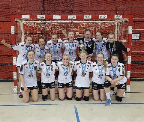 Skreia-jentene som spilte seg helt til finalen i Petter Wessel Cup. Foto: Privat