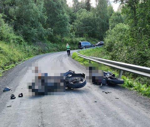 HENLAGT: Politiet finner ikke årsaken til at to 17-åringer frontkolliderte på lett motorsykkel i Valdres tidlig i august. Foto: Arkivbilde