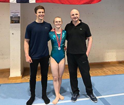 SISTE TUR MED GJENGEN: Niklas Marton Syverhuset (til venstre), søvvinner Aino Namtvedt og trener Alexandru Pop. For de to sistnevnte var NM i Stavanger den siste konkurransen med Elverum Turn.