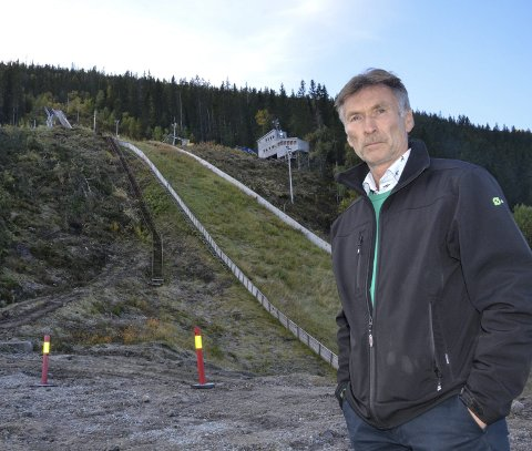 KLART: Nå er byggetillatelsen for det nye hoppanlegget i Fageråsen klar. Men forsinkelsen skaper utfordringer for prosjektet og styreleder i Fageråsbakkene AS, Trond J. Pedersen. Foto: Trond Isaksen